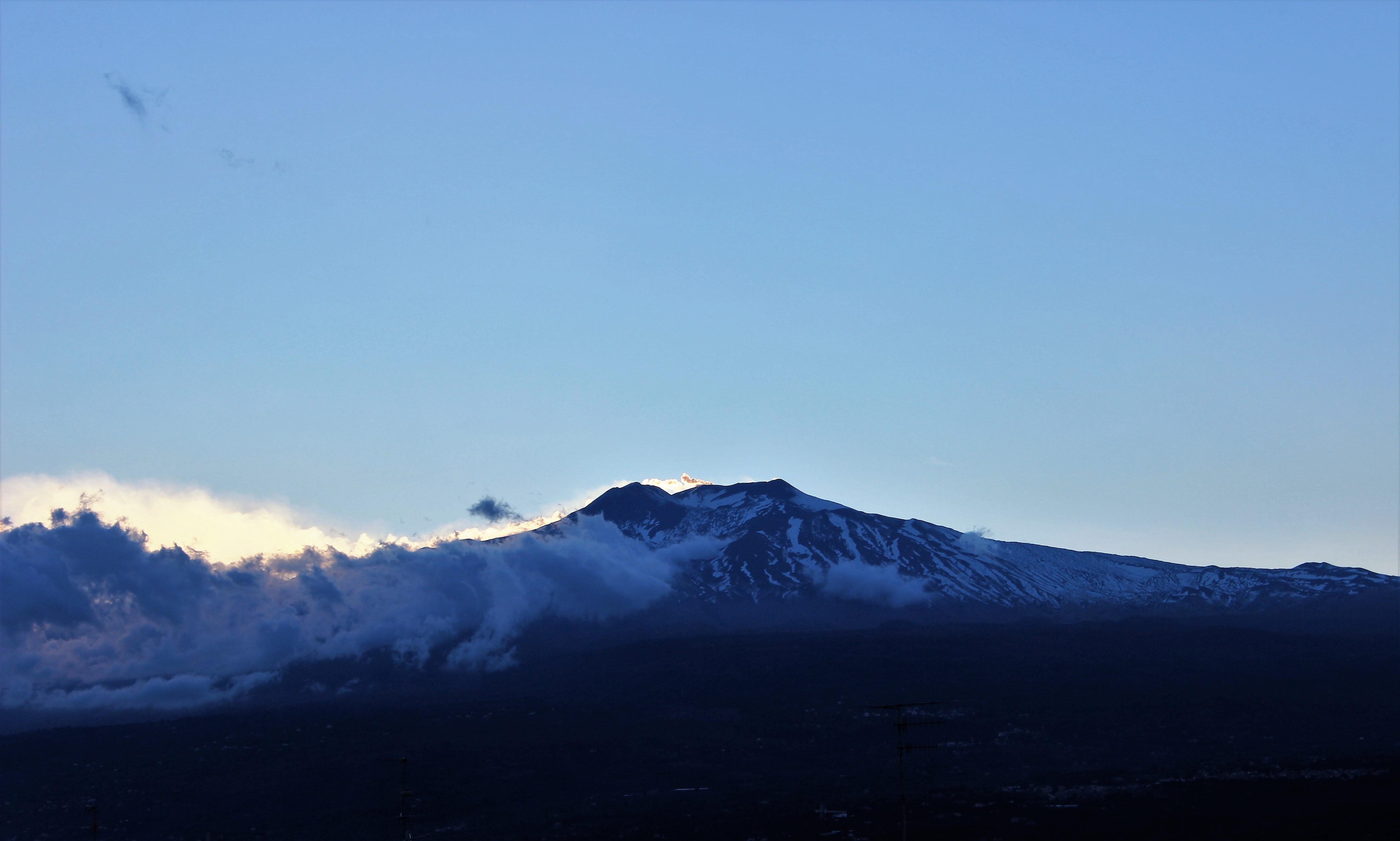 Les menaces de sa majesté Etna en son palais d'azur