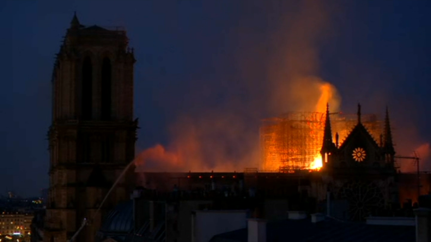 Feu le  choeur séculaire de Paris !