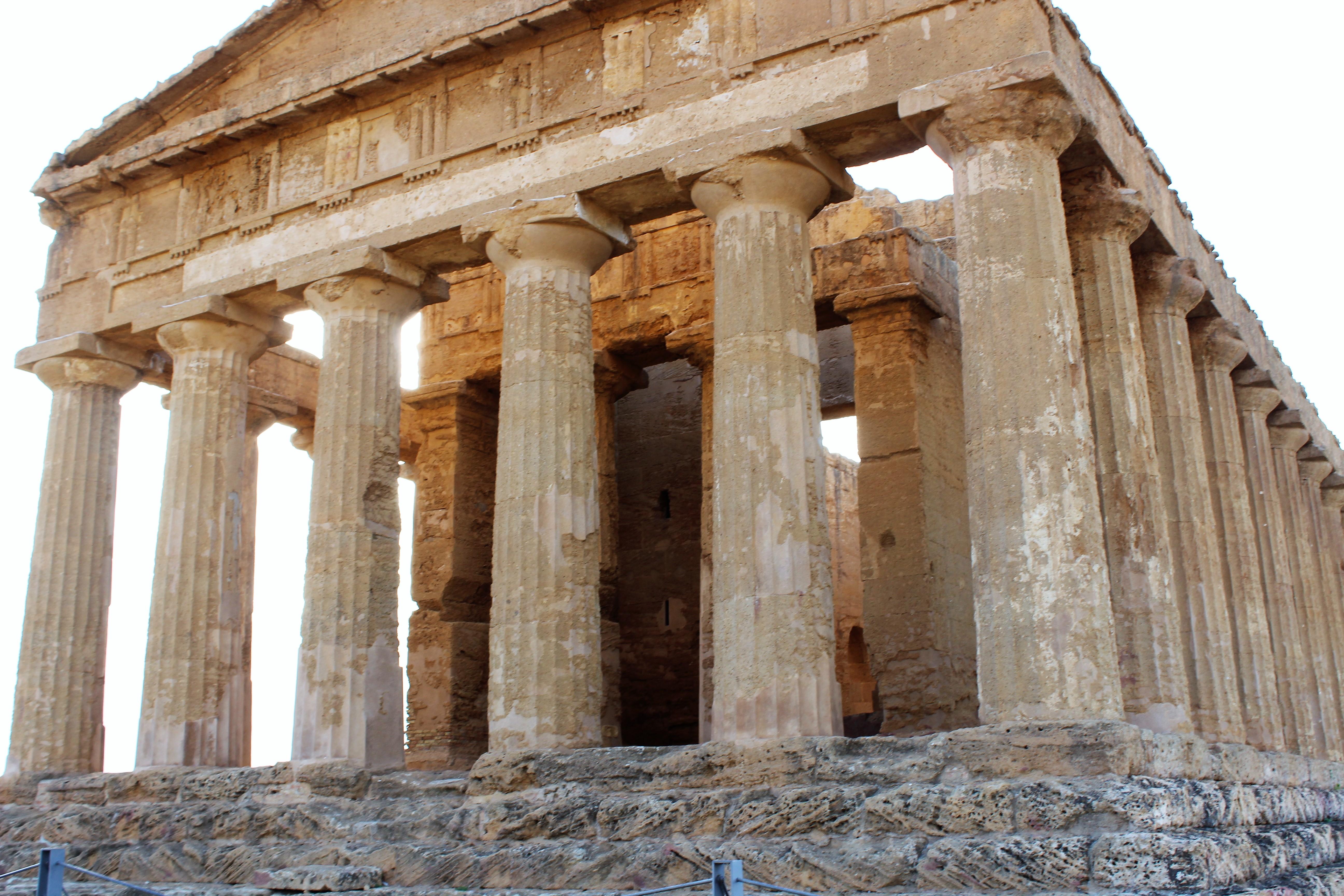La Concorde, seul temple grec à avoir resisté au temps