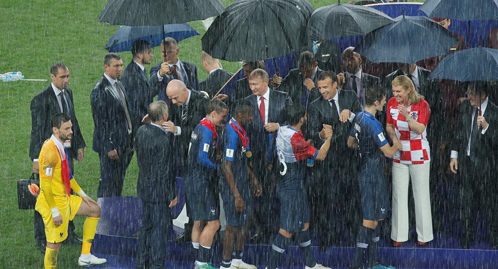 Mondial : un Russe gagnant, des Bleus enfin réalistes