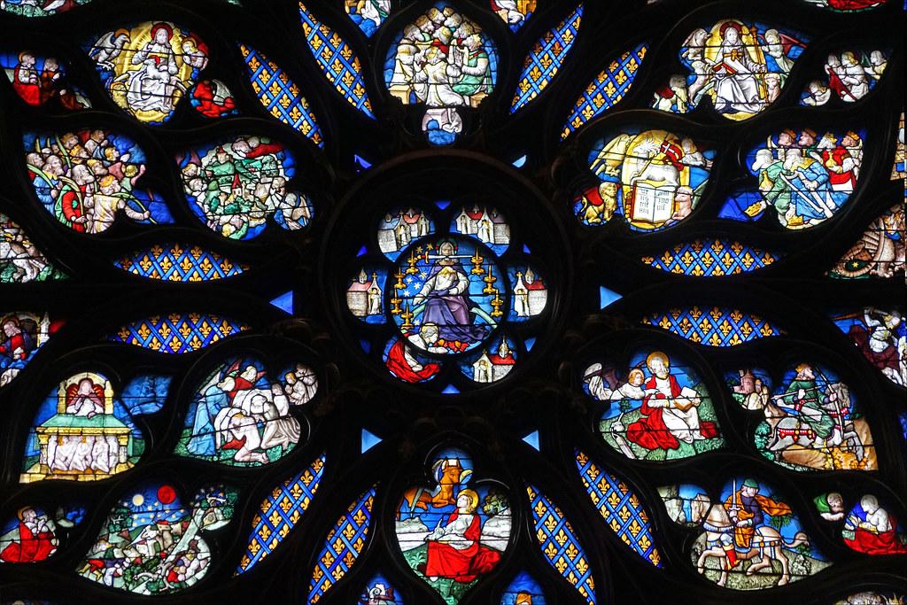 Les vitraux diffuseurs de la lumière du ciel