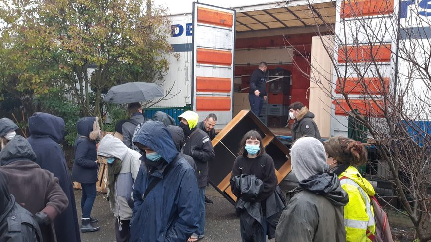 Le problème humanitaire des squats
