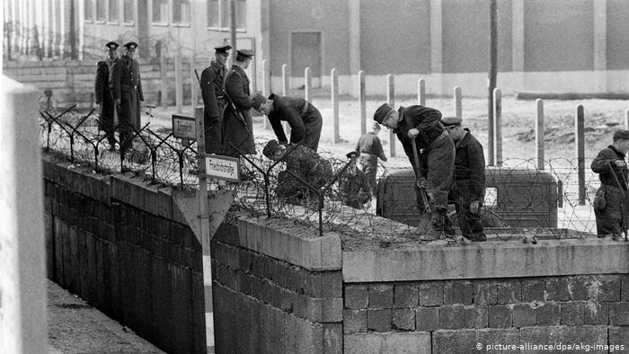 La construction des murs détruit des ponts